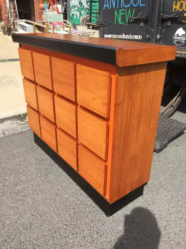 hk Gumtree 399 good from back and front retro bar