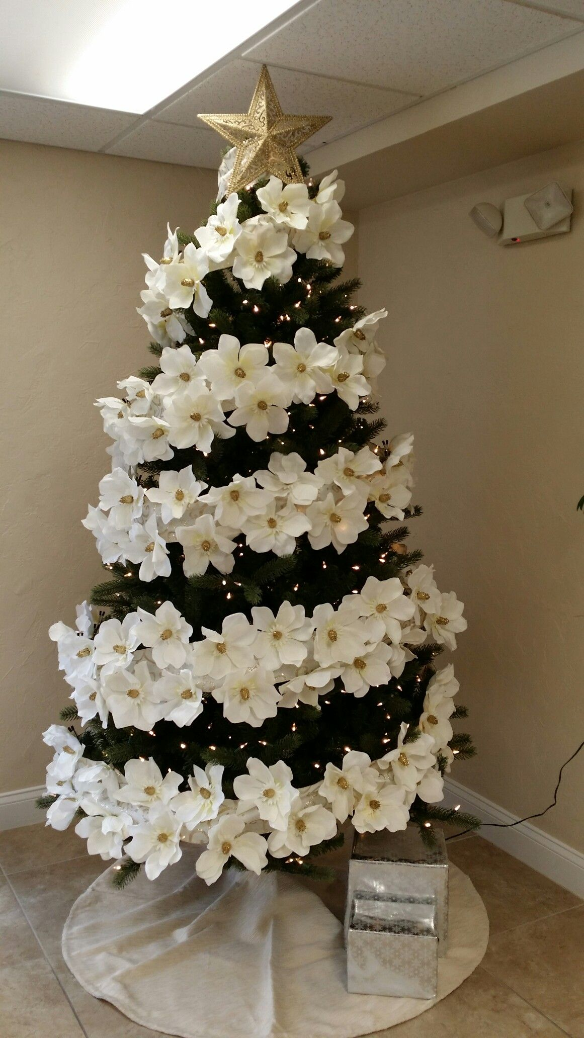 Christmas Tree With Magnolia Flowers I Love It I Decorated This Last Christmas At My Work Christmas Tree Flowers Floral Christmas Tree Cool Christmas Trees