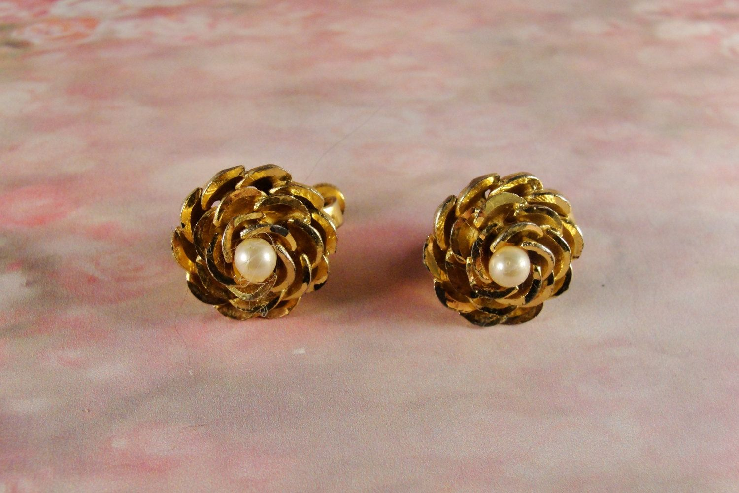 1950s VENDOME Dimensional Clip Back  Round Flower Gold Tone Earrings by CarolsVintageJewelry on Etsy