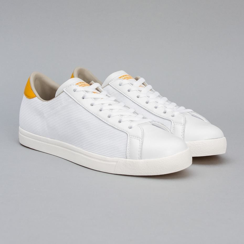 The clean Blanc lines of the adidas adidas adidas Vertstar S T Y L E 0edc9d
