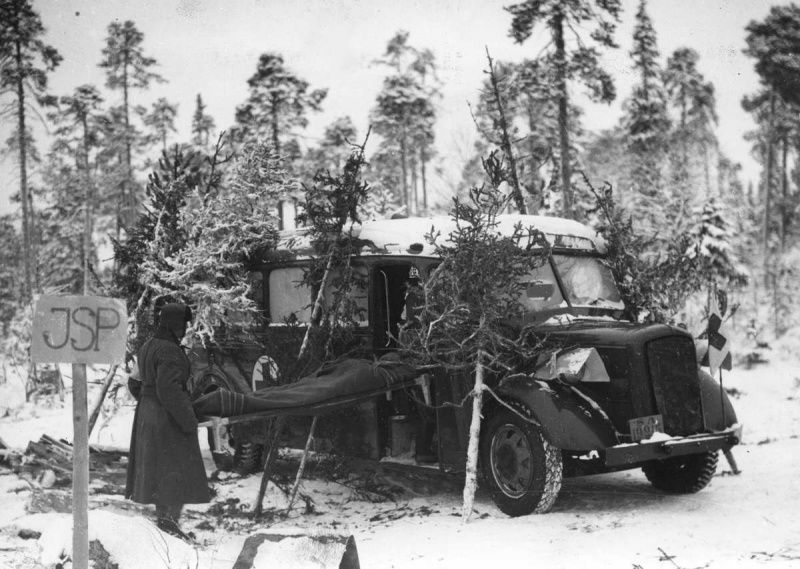 "Finnish physicians load a stretcher from a wounded into a sanitary bus produced by ""AUTOKORI OY""- pin by Paolo Marzioli"