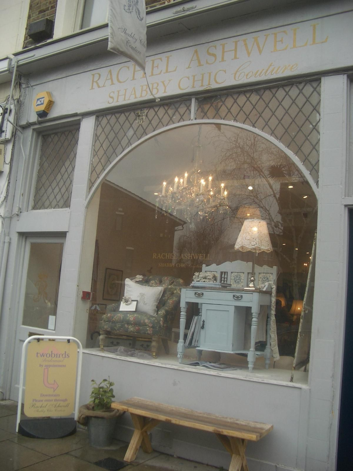 Shabby Chic Shop Rachel Ashwell London Store Vintage In 2019 Shabby Chic