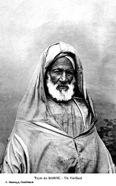 A portrait of a very old moroccan man with a splendid facial expression and traditional outfit.