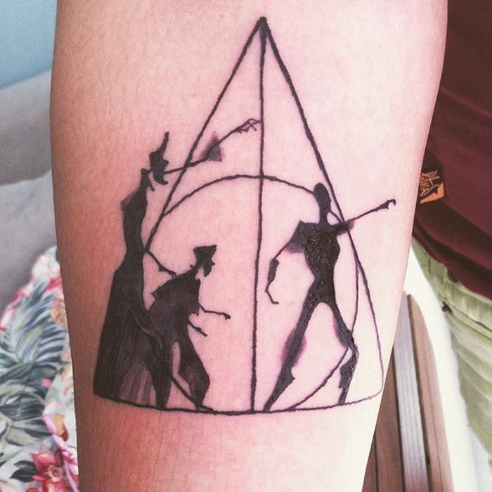 Tatouages Harry Potter Si Discrets Que Seuls Les Vrais Fans Les - 30 creative black light tattoos you can see only under uv light 8 is what i call amazing