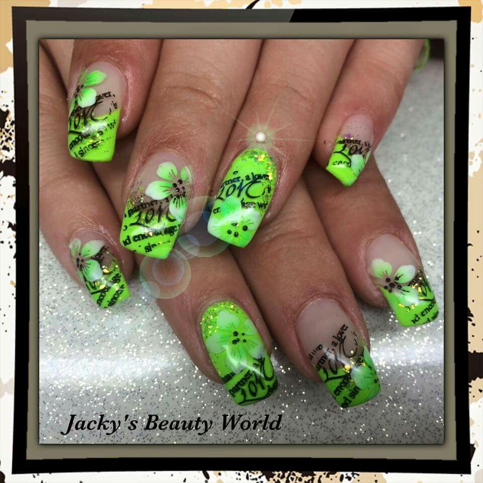Green neon nails | NAILZ 4 | Pinterest | Nails und Grün