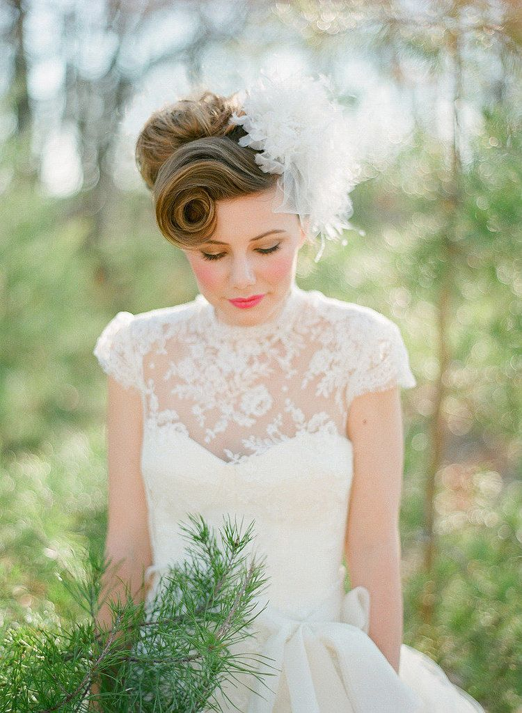 Vintage Victory Roll With Images Vintage Wedding Hair Delicate Wedding Dress Wedding Hairstyles