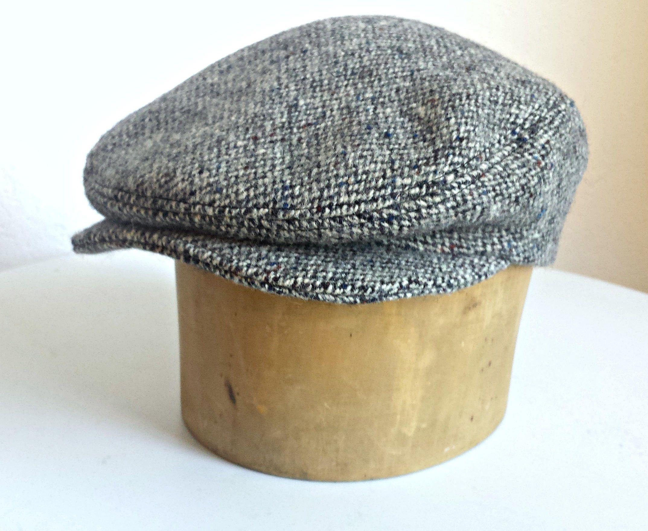 bb9e83c9b65 Driving Cap in Vintage Harris Tweed - Men s Driving Cap - Custom Flat Cap - Herringbone  Tweed Cap by HatsWithAPast on Etsy