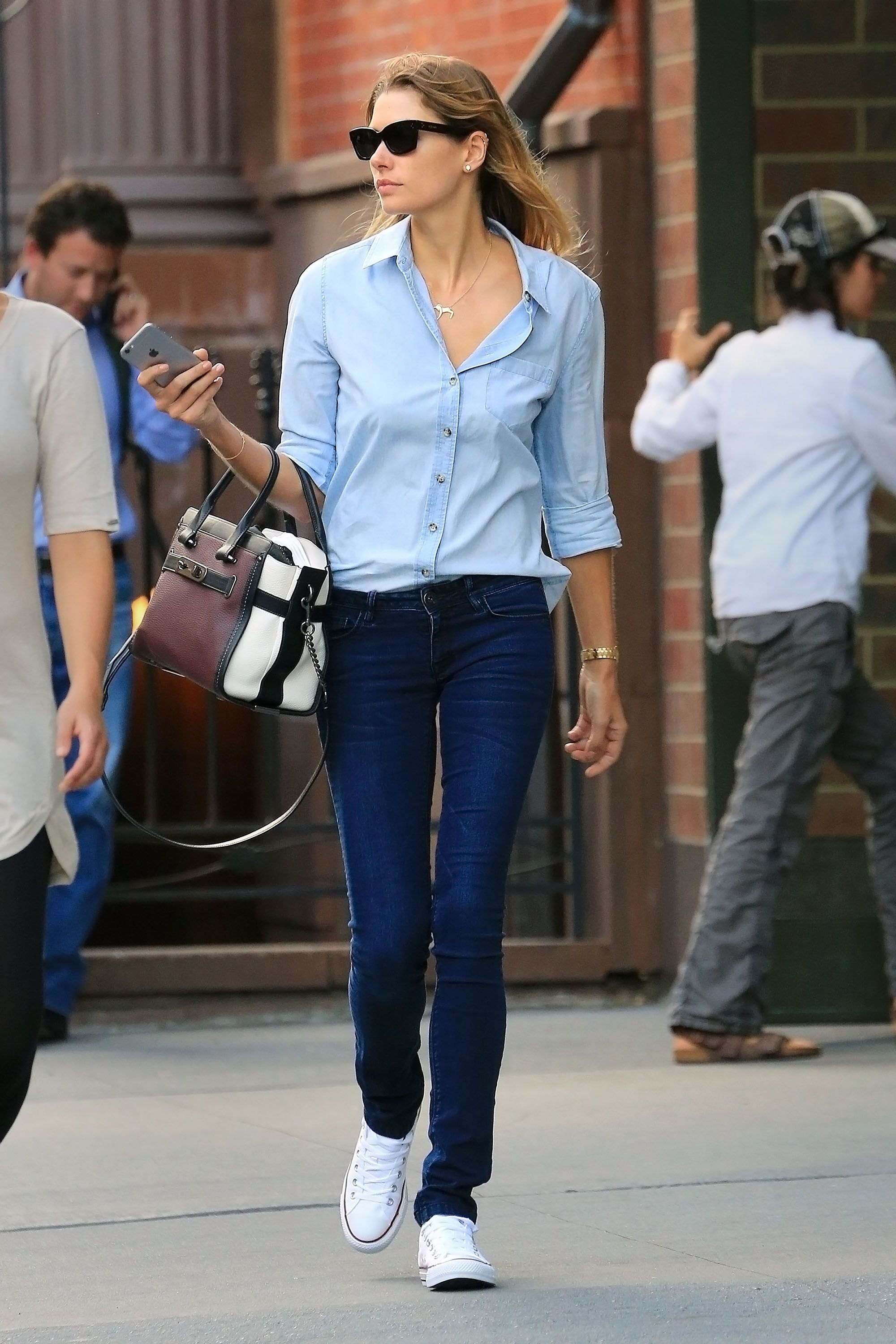 Aussie model Jessica Hart looks effortless for a walk around in the city in perfect blue jeans and buttom down shirt, and sneakers.