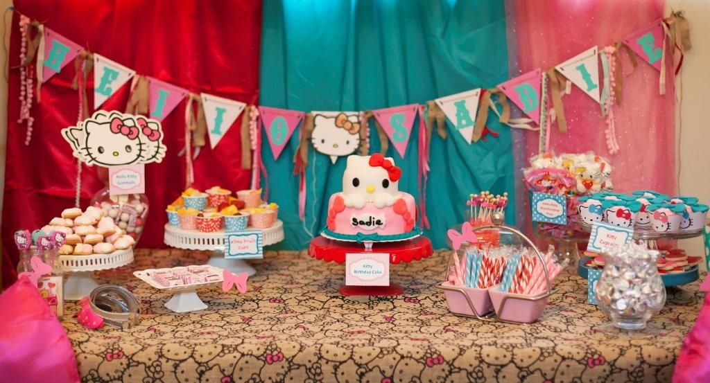 Hello Kitty Party Cake Table
