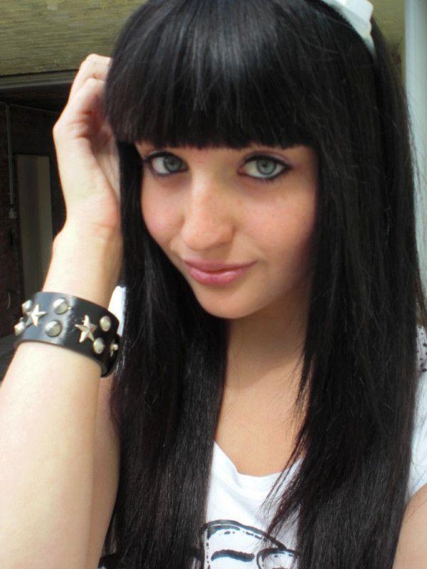 cortes de cabello y peinados emo para chicas clsico con flequillo recto listo