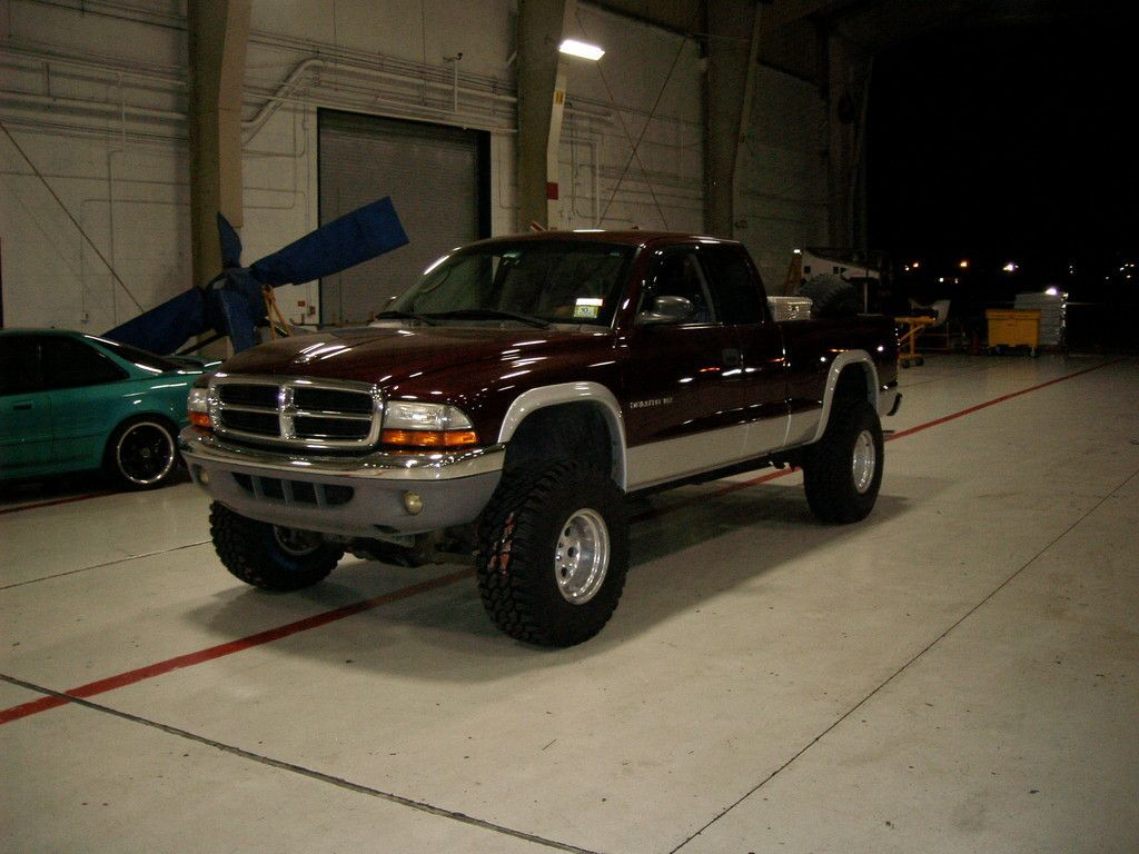 Lifted Dodge Dakota Truck This Is My 2001 Dakota With A 3 Quot Body Lift And Cranked Torsion Bars On Dodge Dakota Dakota Truck Dodge