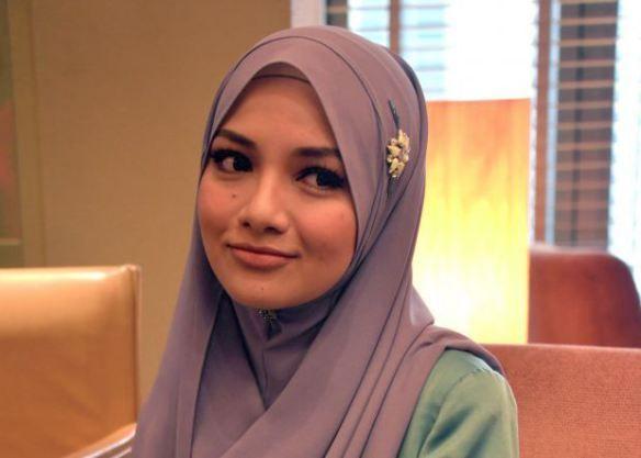 Stokis Naelofar Hijab Dakwa Neelofa Tipu Dan Tidak Pulangkan Wang Deposit Hijab Wang Dan