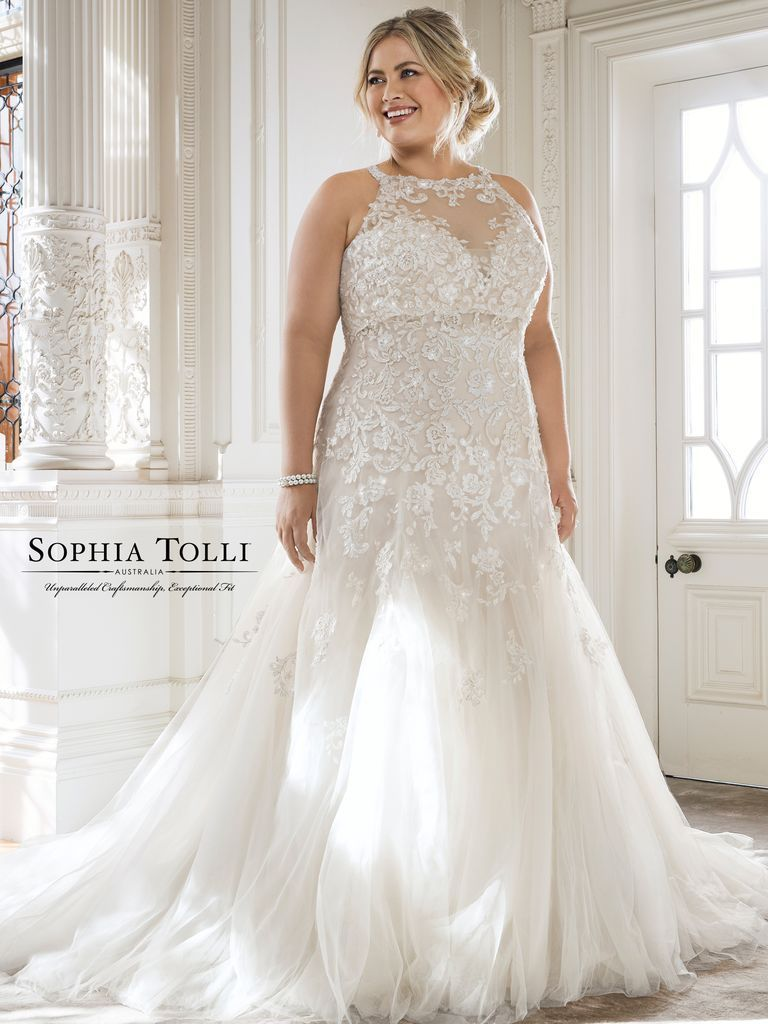 20 Gorgeous Plussize Wedding Dresses Theknot Plussizeweddingdresses: Gorgeous And Unique Wedding Dresses At Reisefeber.org