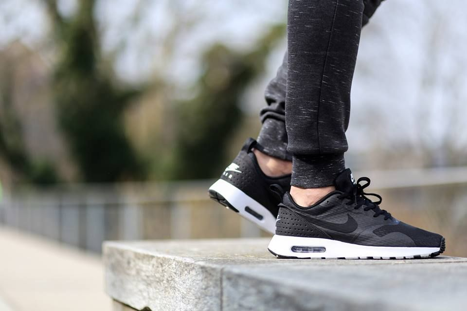 nike air max tavas essential trainers black