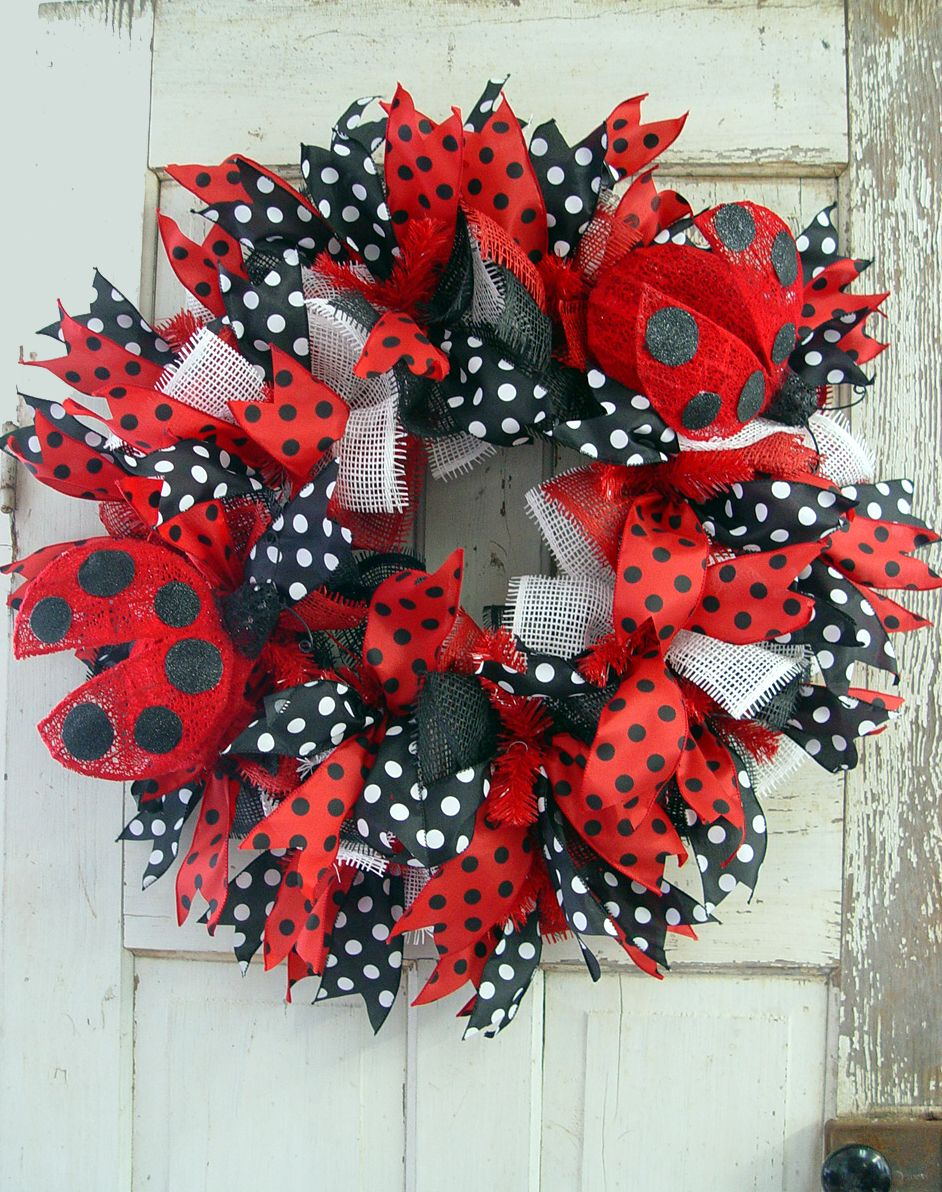 Crafts with deco mesh - Ladybug Deco Paper Mesh Wreath Tutorial