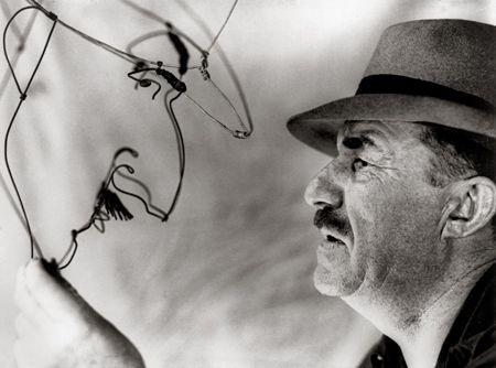 Fernand Leger Admiring His Calder Wire Portrait By Alexander Calder Skulptura Raboty
