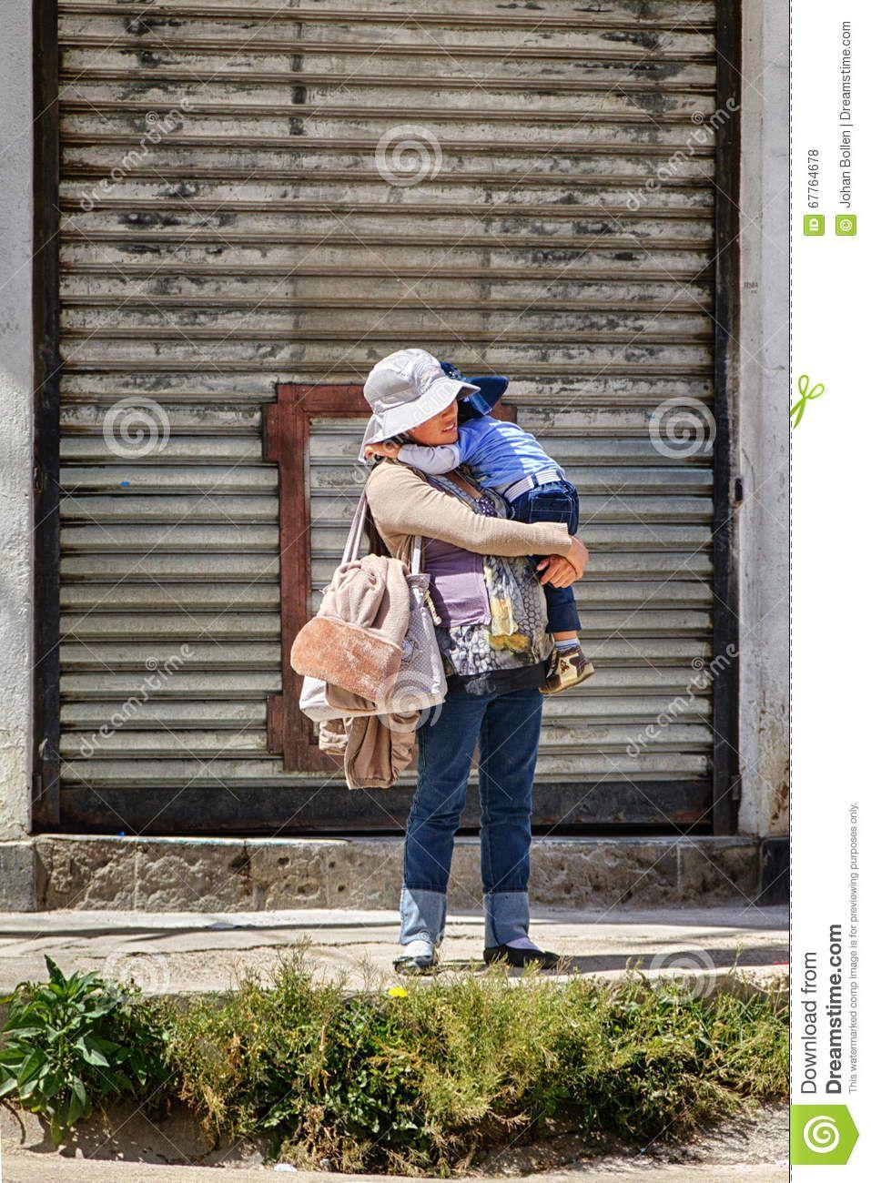 Moeder En Kind Die Op De Bus Wachten by Johan Bollen - Downloaden van meer dan 45 Miljoen hoge kwaliteit stock foto's, Beelden, Vectoren. Schrijf vandaag GRATIS in. Afbeelding: 67764678
