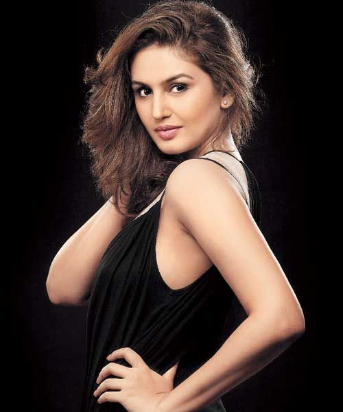 huma qureshi in bikini