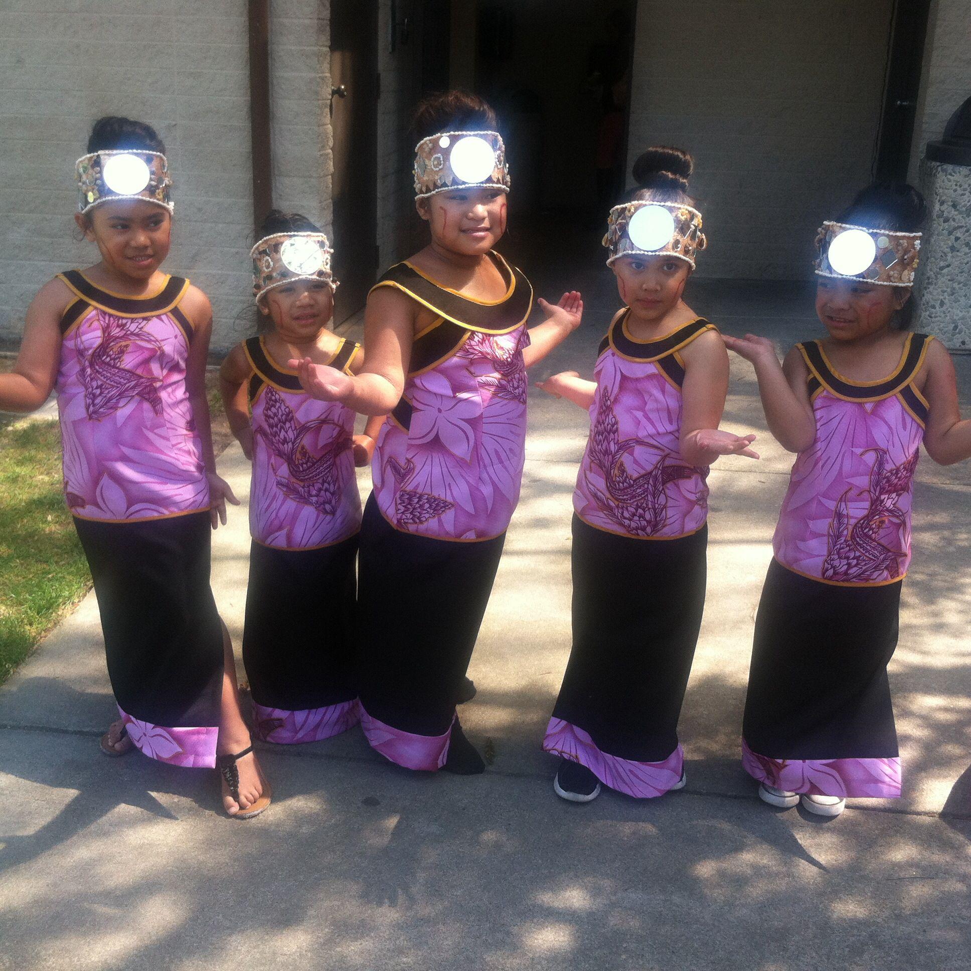 My girls getting ready to do their siva! #teinesamoa #samoa ...