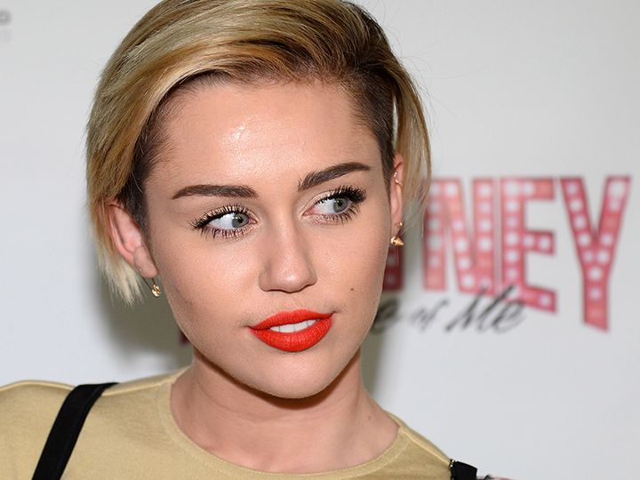 Miley Cyrus Asked People Online Not to Call Her an Ugly ...