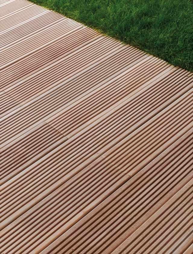 Terrasse en bois composite- conseils de pose et photos inspirantes - terrasse pave et bois