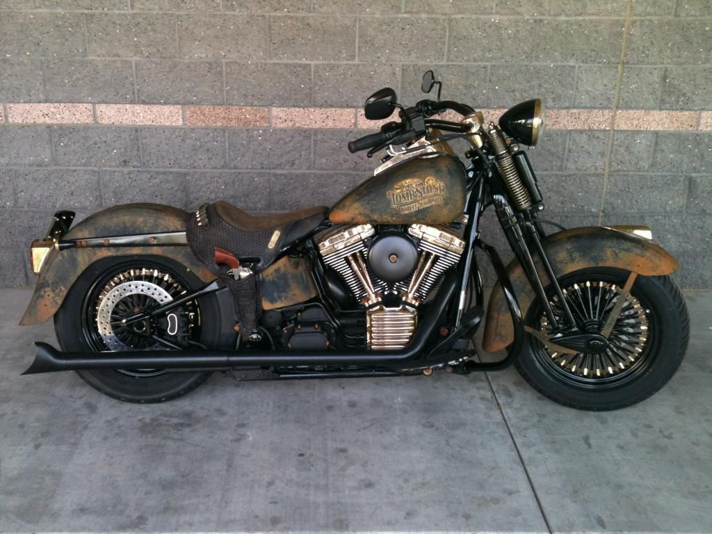 A Custom Harley Davidson Motorcycle Was Built For Tombstone Harley Davidson By A Team At Harley Davidson Of Motos Clasicas Motos Harley Davidson Motos Antiguas