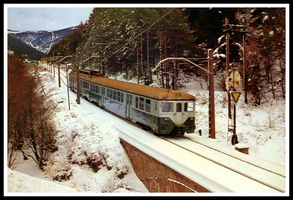 Una 438 Dirigiendose A La Estación De La Molina Año 1978 Foto Http Www Railwaymania Com Cs Img Folder Aspx Fid 202 Tren Antiguo Tren Estacionamiento