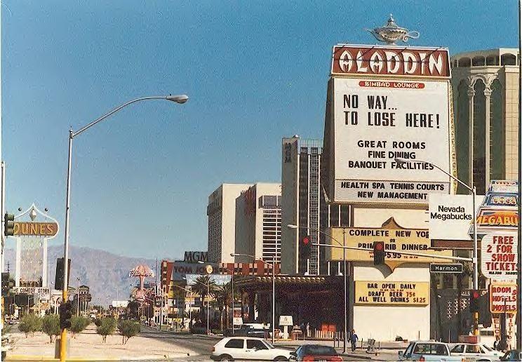 Vegas Strip In 1986 Las Vegas Hotels Old Vegas Casino Las Vegas