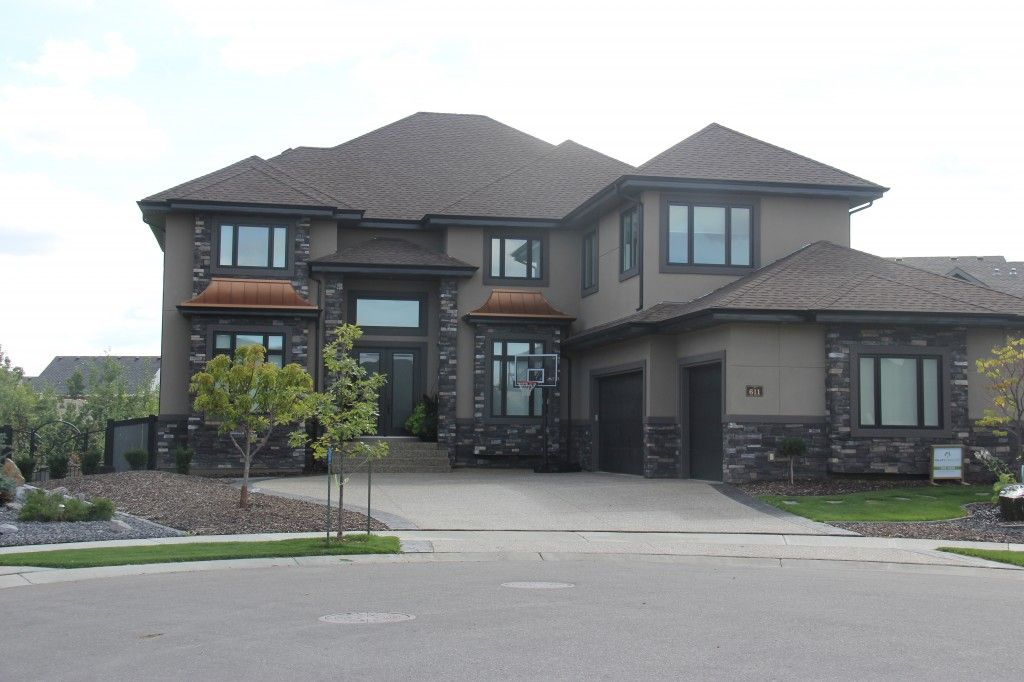 Amazing stone and stucco working magically together for Stucco homes with stone
