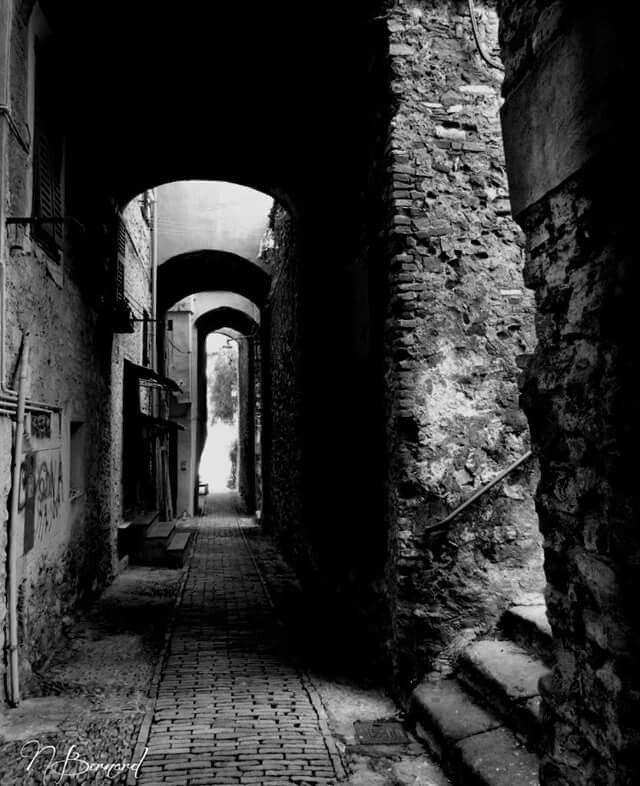 Ruelle sombre fable projet pinterest ruelle dessin - Dessin sombre ...