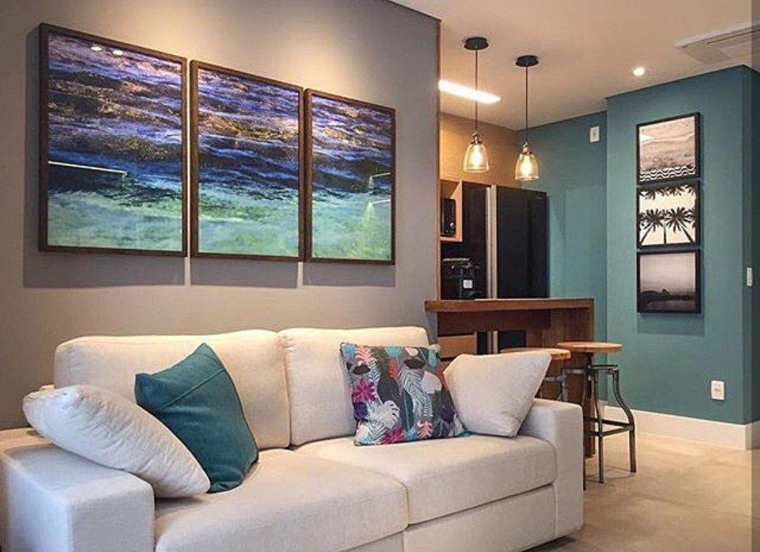 Sala de estar em tons neutros e azul turquesa living - Azul turquesa pared ...