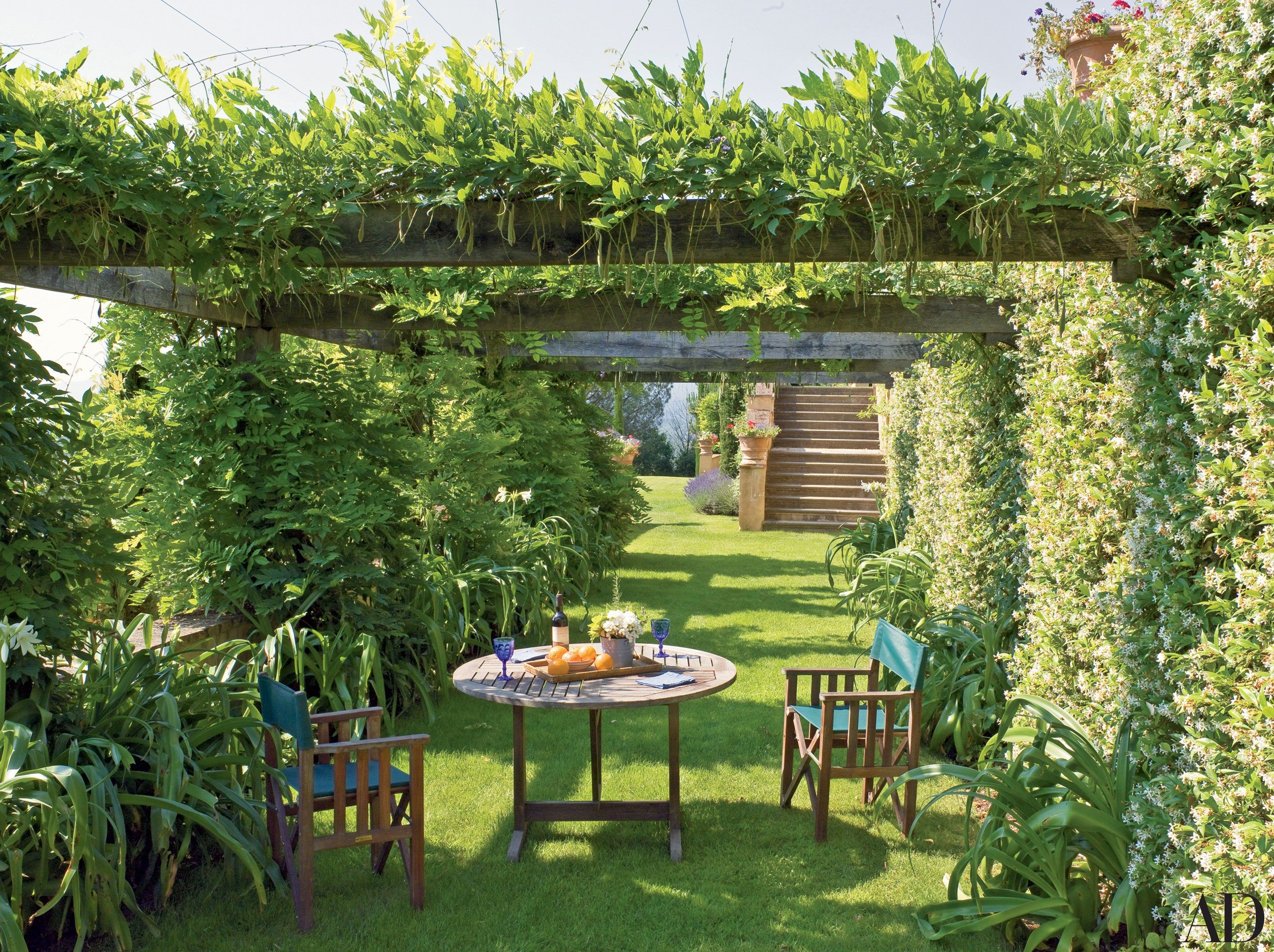 25 garden trellises and pergolas perfect for summer for Gardens and villa