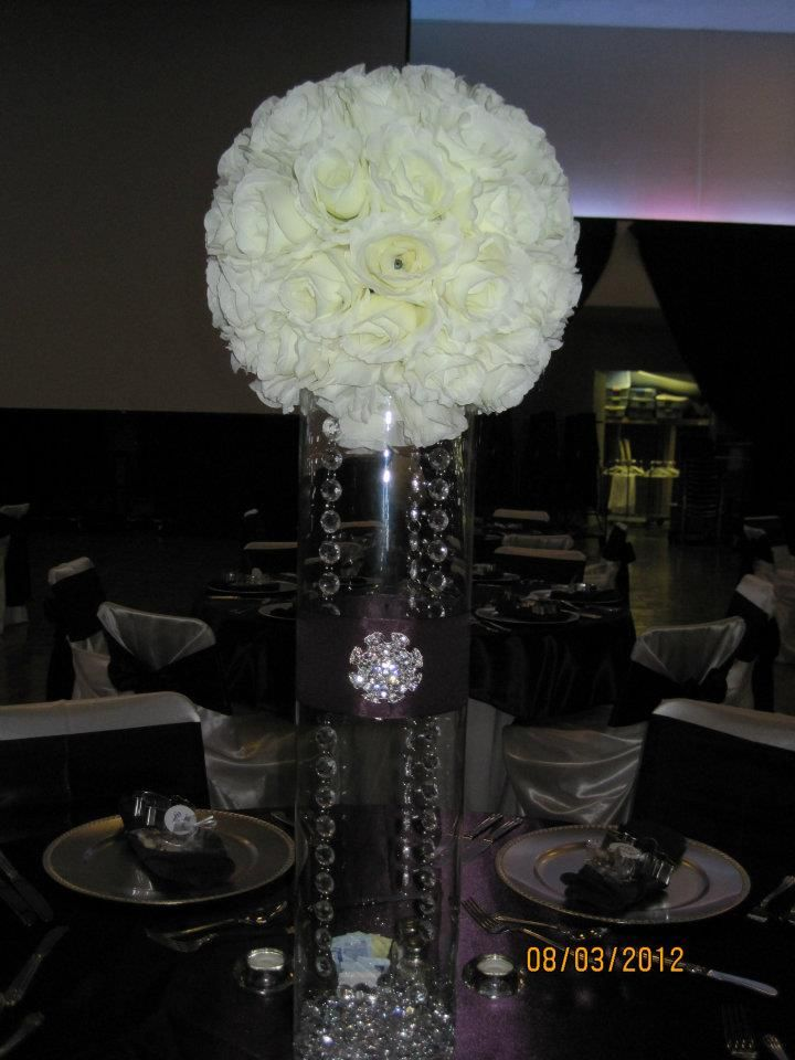 Creative flower ball centerpieces photo rose kissing
