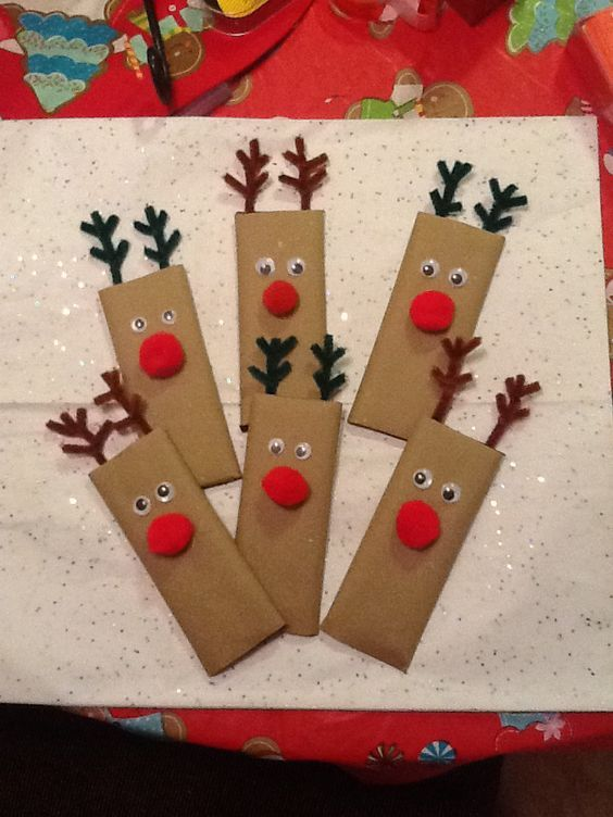 Fun & Easy Christmas Gifts to Make for Kids - Candy Bars #holidaycraftsforkidstomake