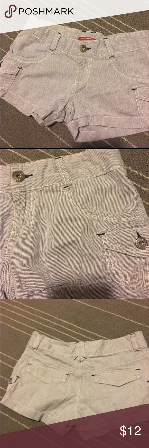 💕Retro shorts Unionbay retro 90s style shorts. Mights even be real vintage or close to it not sure. Size 3 cotton front open pockets and mini cargo pockets that button. The back is design pockets not actual opening pockets. I can't tell if this is blue and white, gray and white, or something else. Please be happy on any colors. Good overall preowned shape. No returns final sale. UNIONBAY Shorts Jean Shorts
