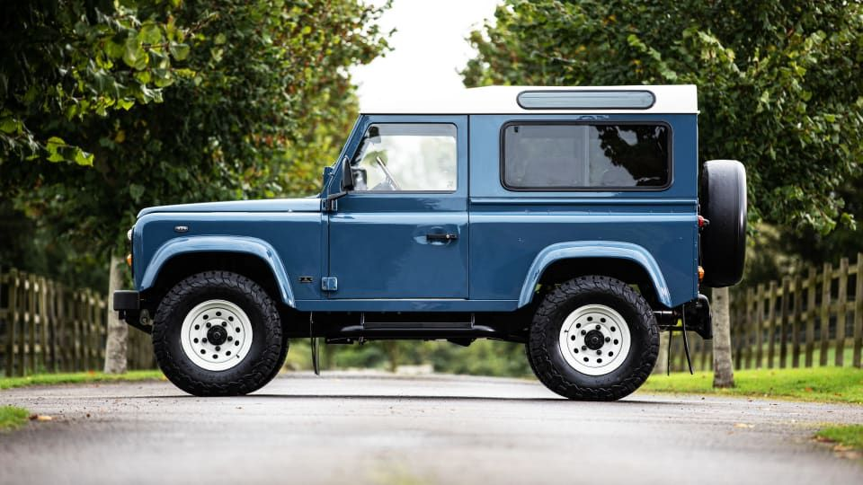 This Custom Land Rover Defender Has Incredible Style in ...