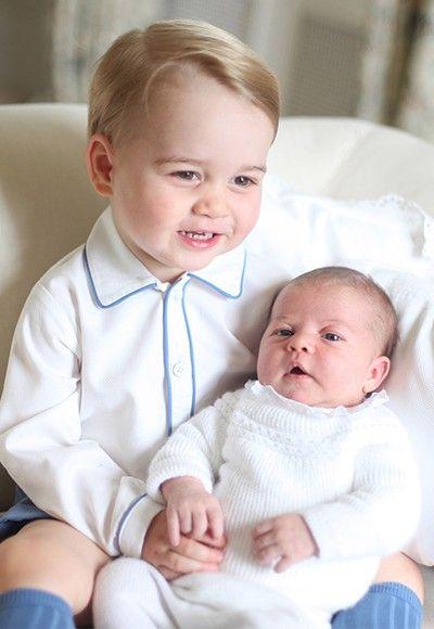 Las 4 fotos oficiales de la princesa Charlotte y el príncipe George