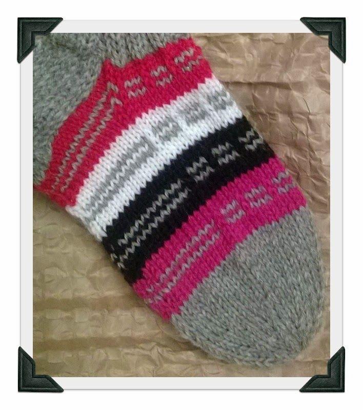 Tarina:  Körttiseuroissa saarnamiehen jaloissa oli ollut tällä mallilla neulotut sukat. Sukkamalli oli kiinnostanut emäntää saarnaa enem...
