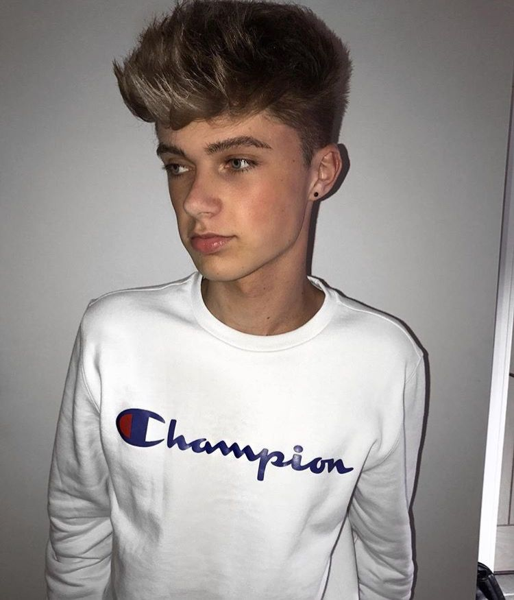 Pin By Things Danny Likes On Hrvy With Images Champion Shirt