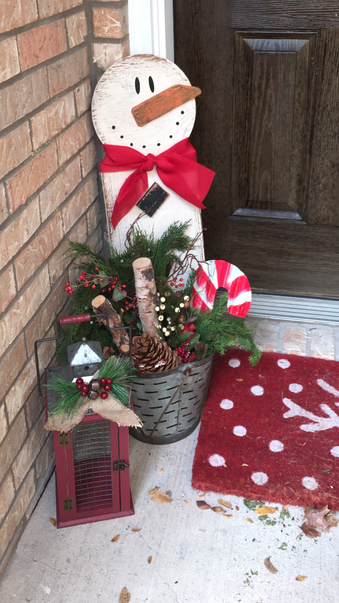 Cute snowman cutout for Christmas entryway! Christmas