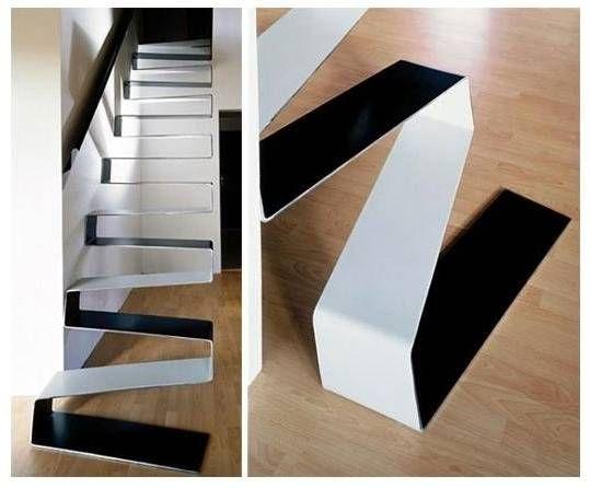 Escalera interior de diseño en zig-zag, de estructura metálica con ...