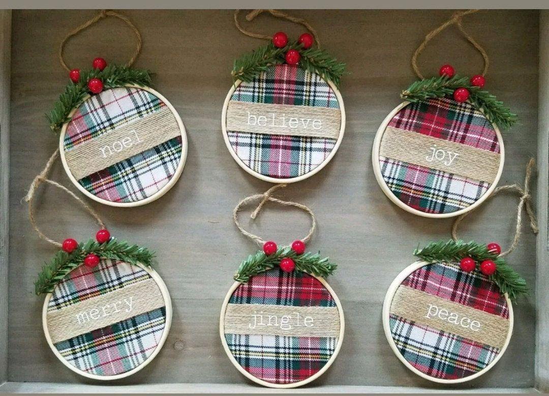 Red green tartan plaid christmas tree ornaments se