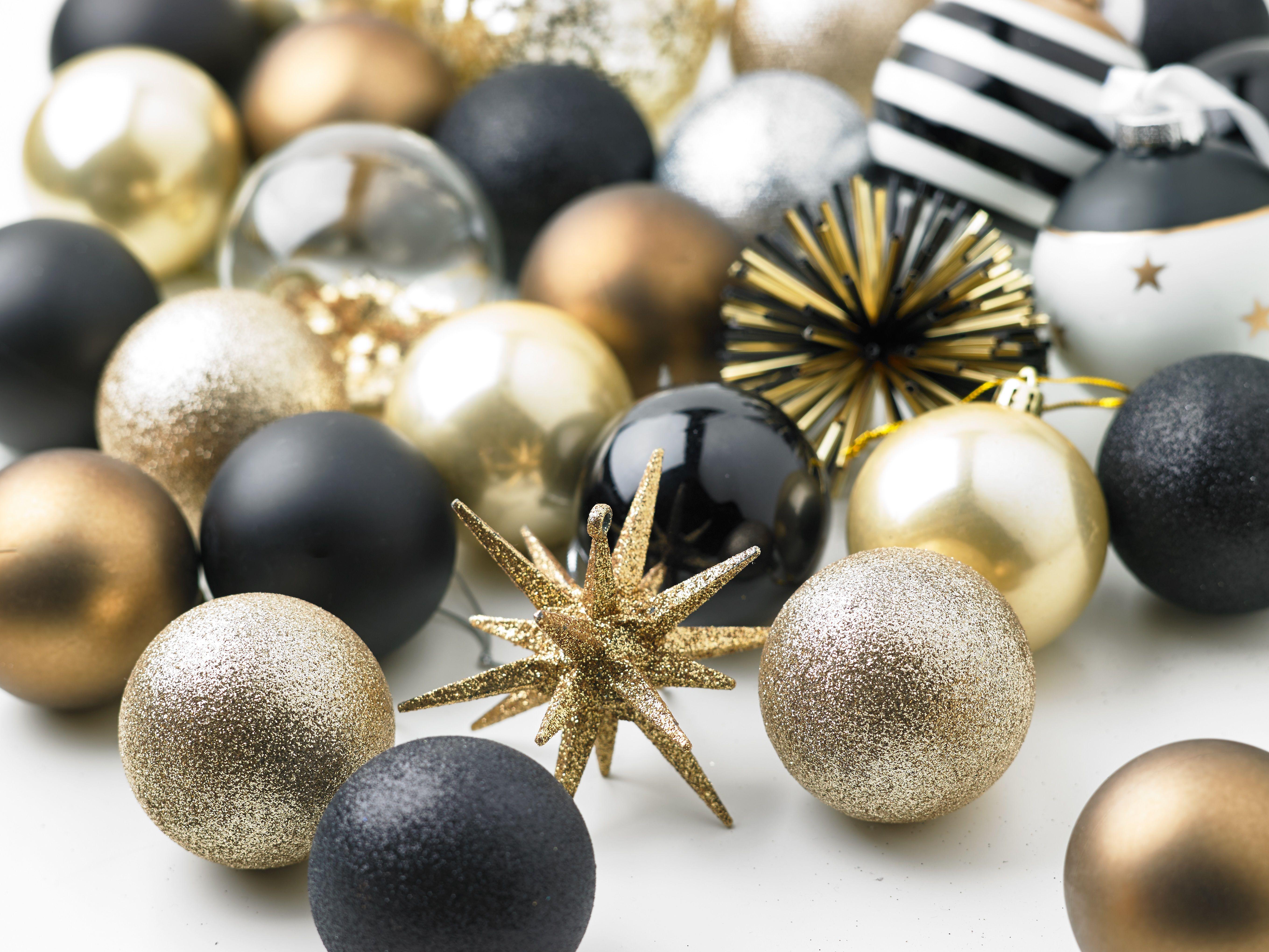 Zwart Wit Kerstdecoraties : Chique combinatie dat zwart wit met goud! : #kwantum #kerst
