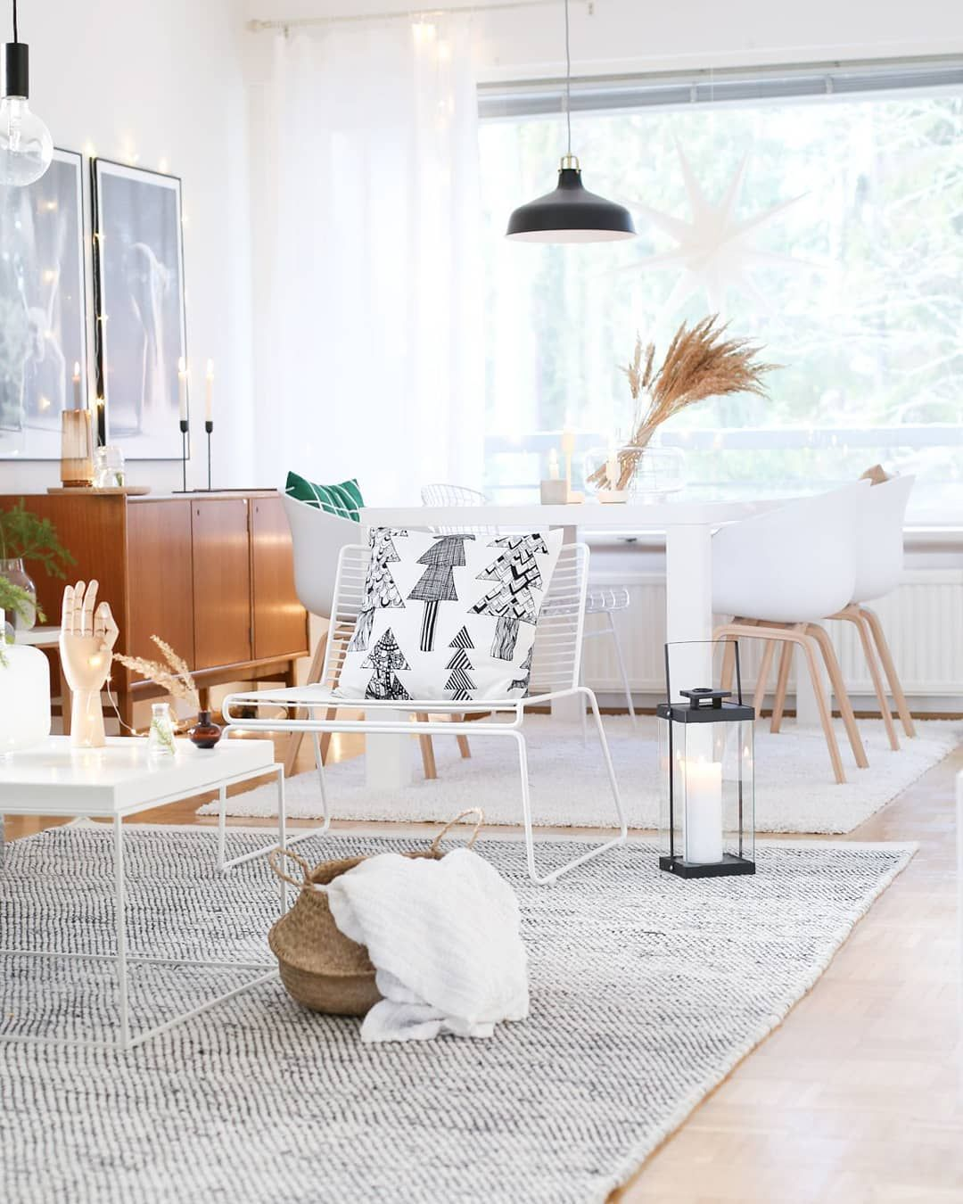5660301e14 Airy and neutral Scandinavian decor with lots of warm woods