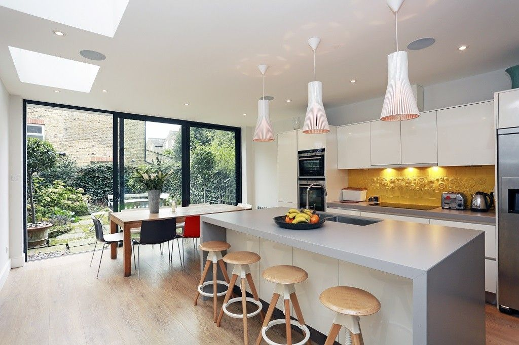 side return flat roof extension in clapham features distinctive rear canopy across the rear with open