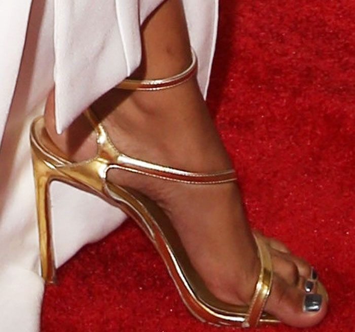 "6768368fa61 Chanel pairs the Stuart Weitzman ""Sultry"" sandals with her equally sultry  dress"