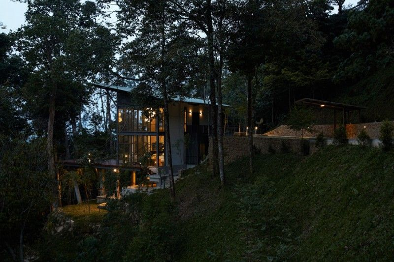 The Deck House by Choo Gim Wah Architect | HomeDSGN, a daily source for inspiration and fresh ideas on interior design and home decoration.