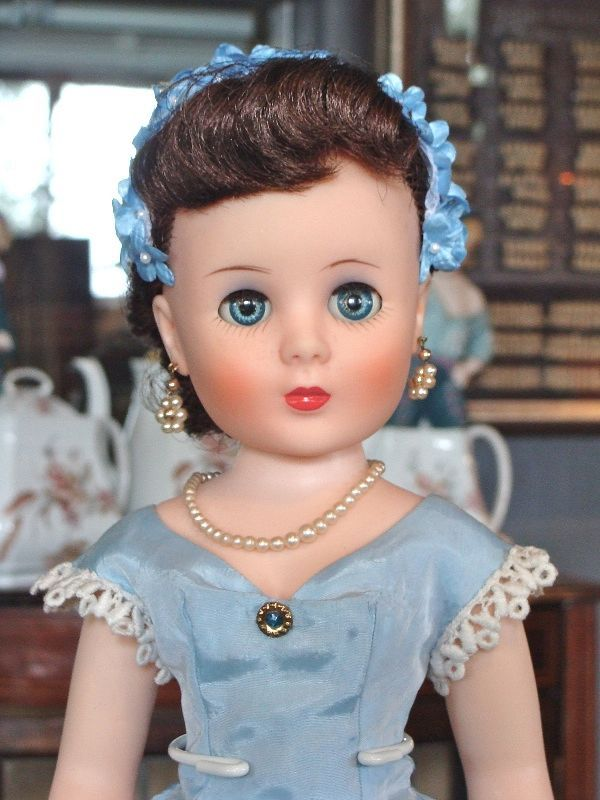 """Sweet Sue Sophisticate """"High Society"""" Doll"""