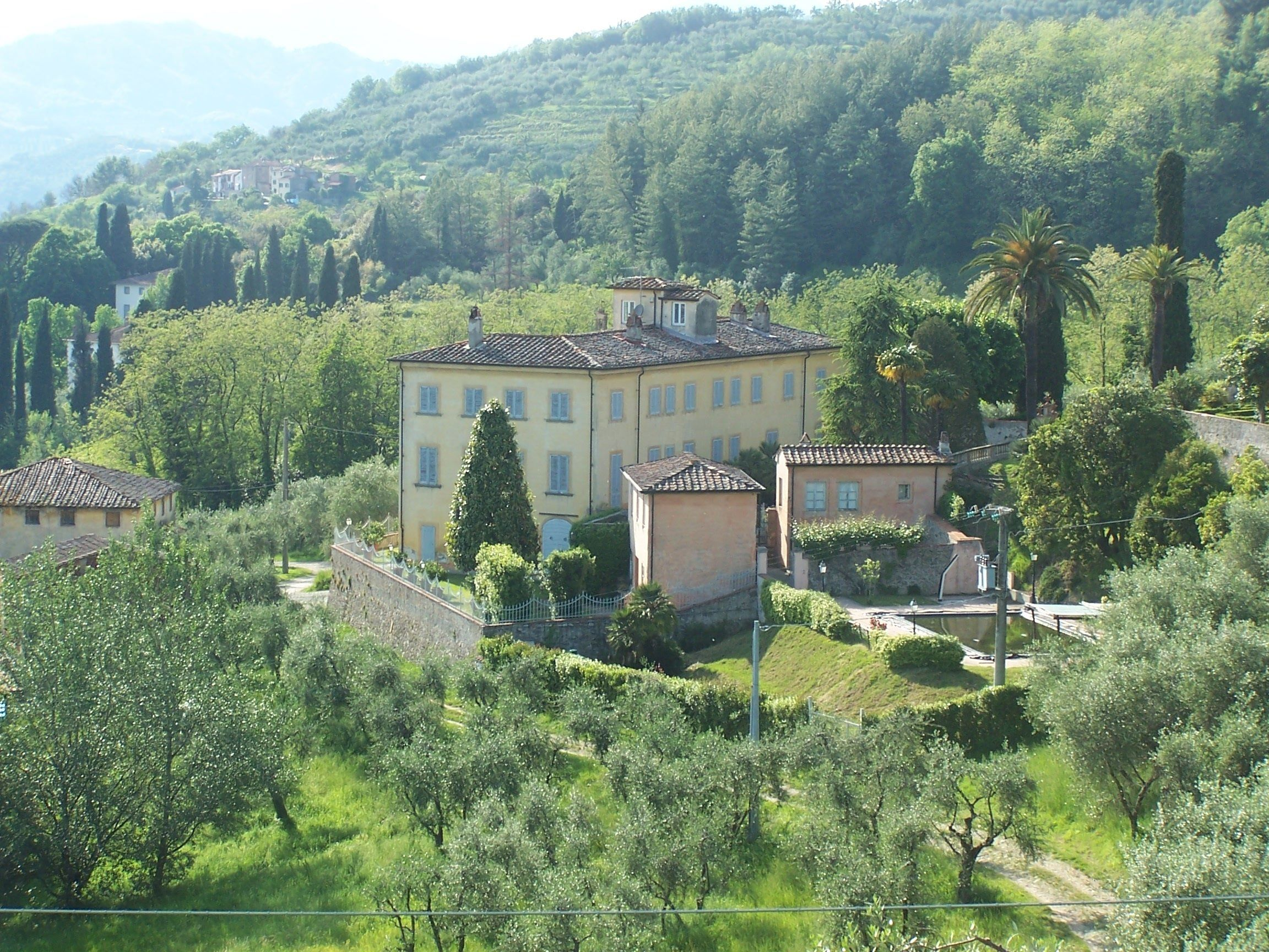 Lucca historic period villa north hills  for sale. Tuscany property, Real estate Italy. www.lucaevillas.it