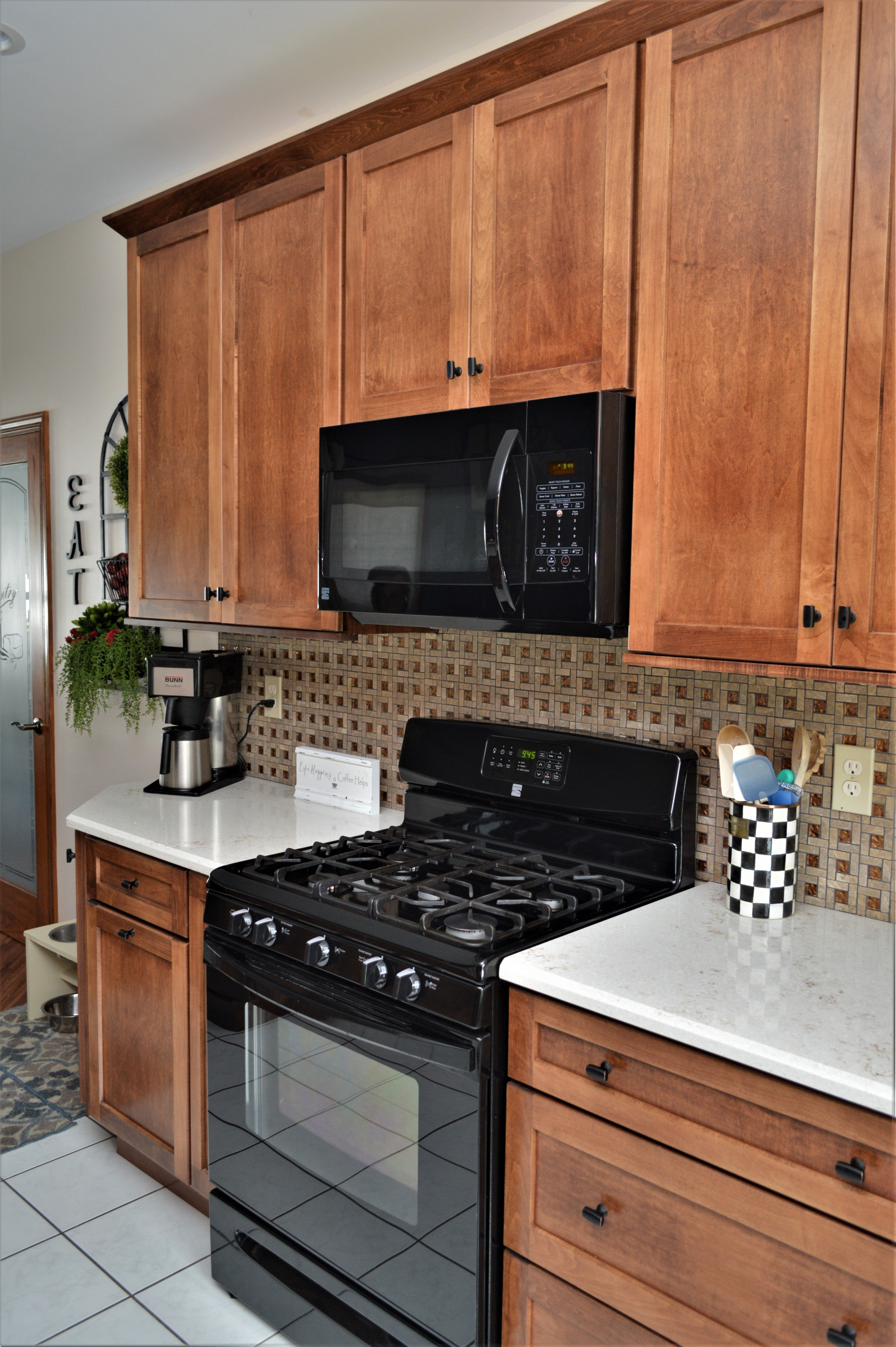 Bailey S Cabinets Haas Signature Collection Maple Pecan Finish Shakertown V Door Style Maple Cabinets Cabinet Grandmas Kitchen